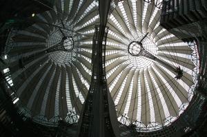 Herbert R. Sony-Center, Berlin mit Spiegelung