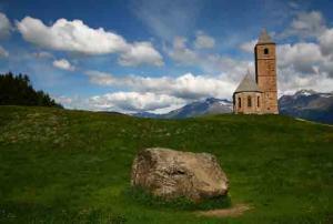 Herbert Reinl-Kirche in Hafling bei Meran, Südtirol