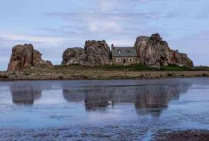 Marco Wenzel-Le Gouffre - Das Haus zwischen den Felsen-Bretagne, Frankreich